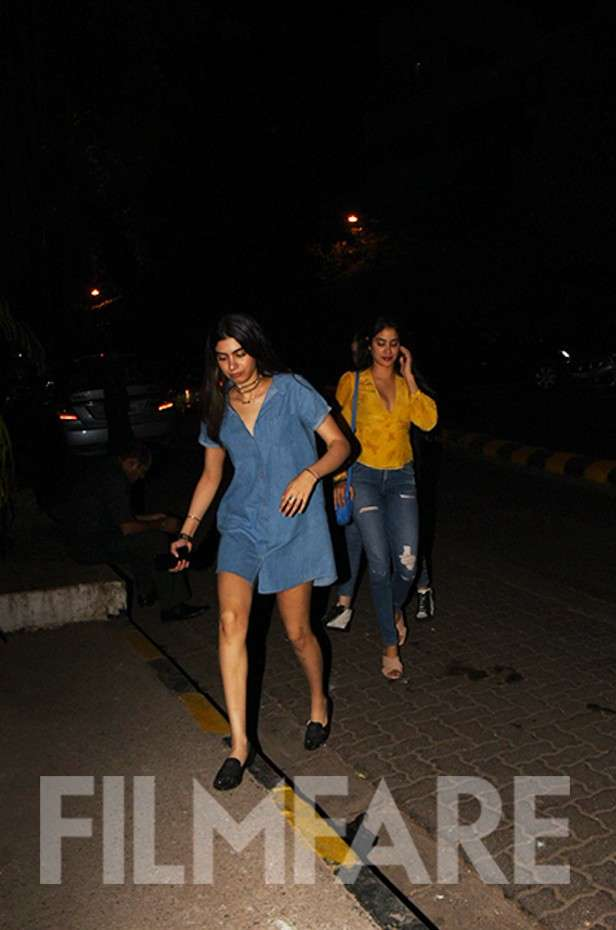 Pictures! Sisters Jhanvi Kapoor and Khushi Kapoor step out for dinner