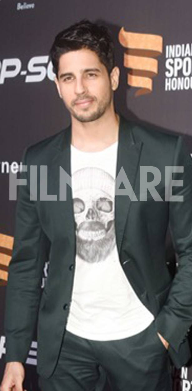 Sidharth Malhotra walks in style at Indian Sports Honours Awards