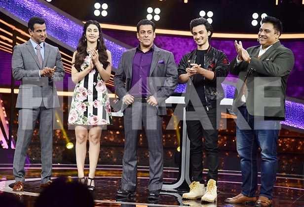 Ram Kapoor, Ronit Roy, Aayush Sharma, Salman Khan, Warina Hussain, Manish Paul, Mika Singh,
