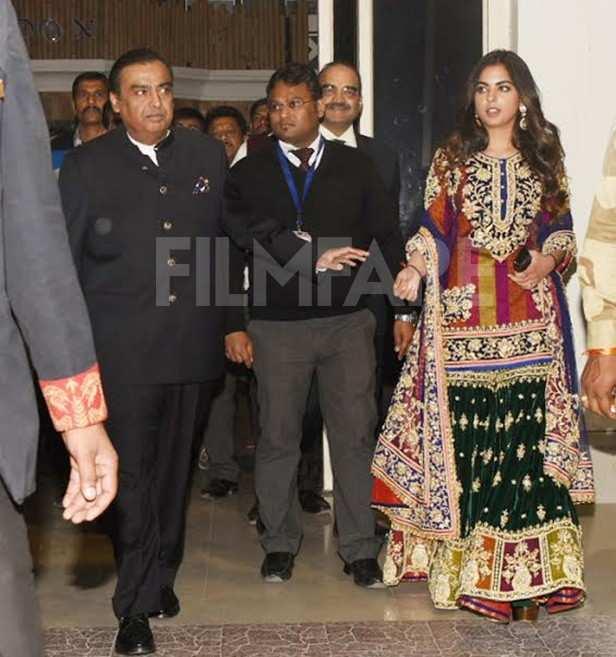 Mukesh Ambani, Isha Ambani, Anant Ambani, Shloka Mehta, Nita Ambani