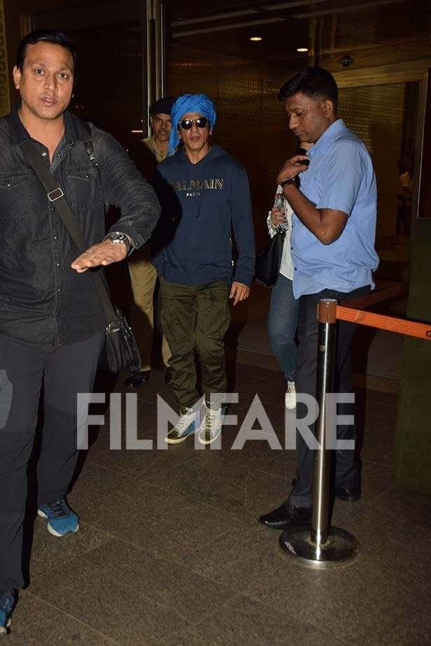 Shah Rukh Khan rocks a turban on his return to Mumbai