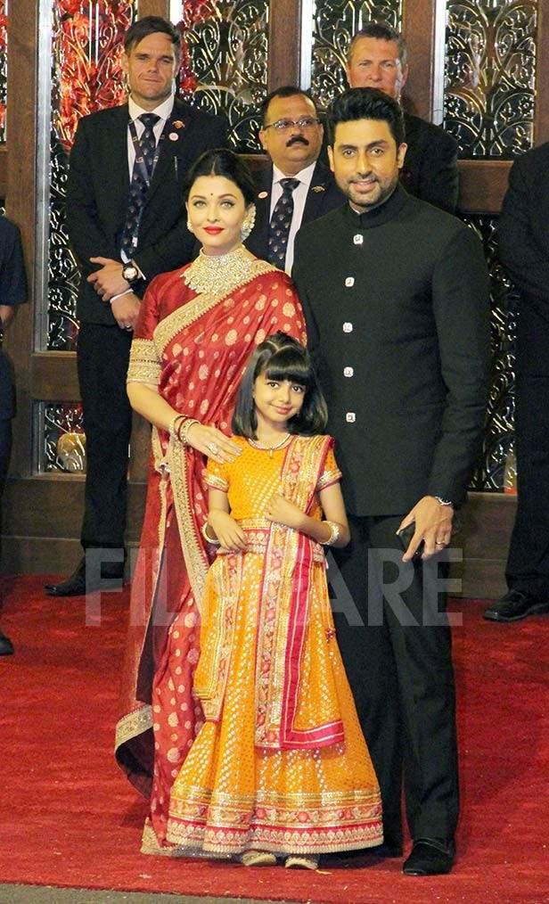 Aaradhya Bachchan, Aishwarya Rai Bachchan, Abhishek Bachchan, Priyanka Chopra,