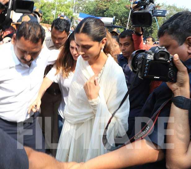 Photos: Deepika Padukone visits Siddhivinayak temple ahead of Padmaavat release