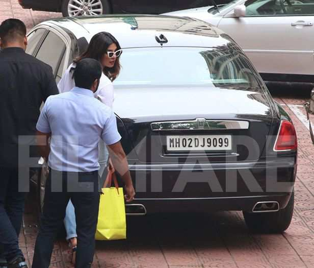 Priyanka Chopra snapped leaving Farhan Akhtar's house