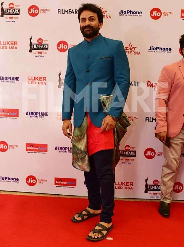 Tovino Thomas & Dhananjaya grace the 65th Jio Filmfare Awards (South