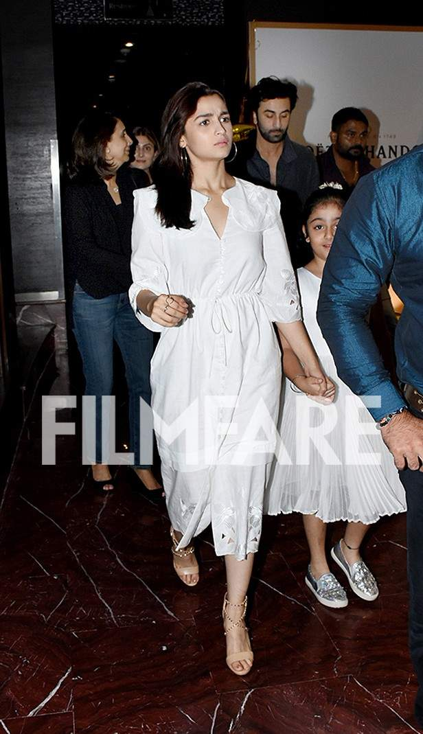 Alia Bhatt heads out for dinner with beau Ranbir Kapoor and his family