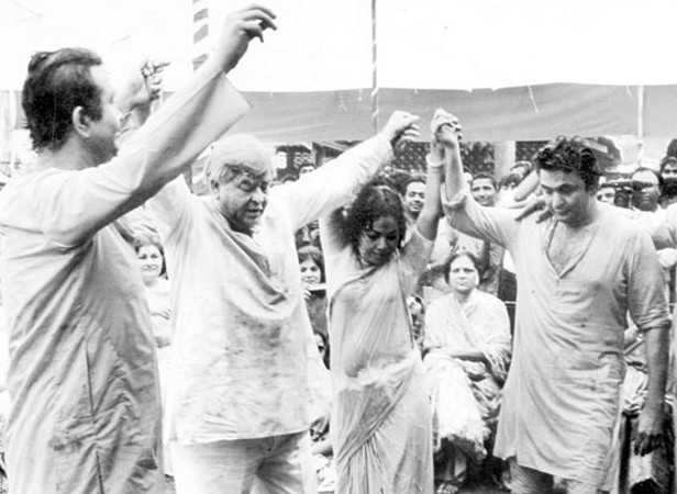 Prithviraj Kapoor and Rishi Kapoor