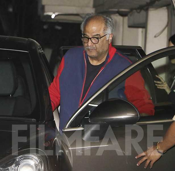 Photos! Boney Kapoor, Janhvi Kapoor and Khushi Kapoor meet at Arjun Kapoor's residence