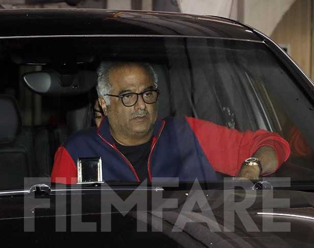 Photos! Boney Kapoor, Janhvi Kapoor and Khushi Kapoor meet at Arjun Kapoor's residence