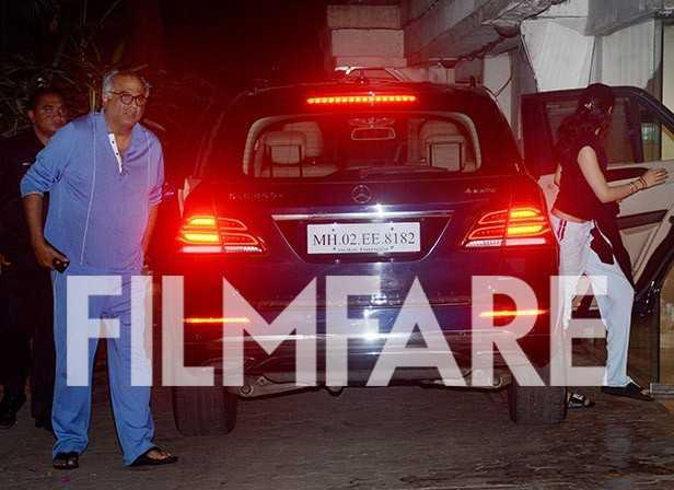 Janhvi Kapoor and Boney Kapoor clicked outside Arjun Kapoor's House