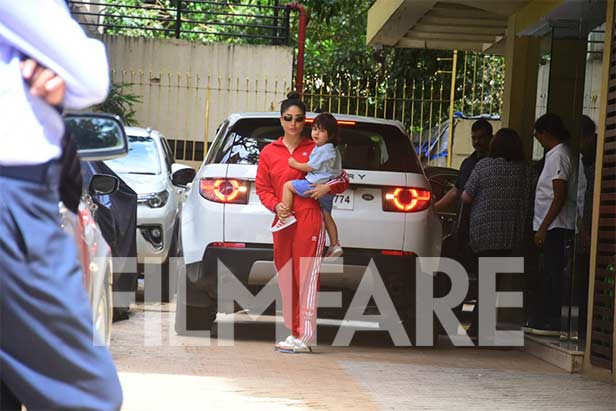 Kareena Kapoor Khan spotted with Taimur Ali Khan and Karisma Kapoor