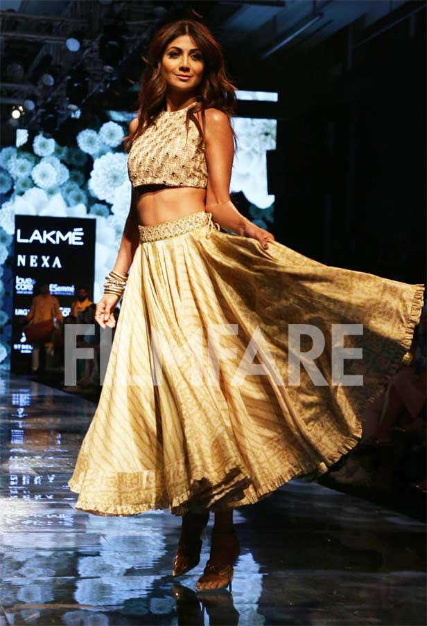 LFWWF'19: Shilpa Shetty twirls on the ramp and we can't get enough of it