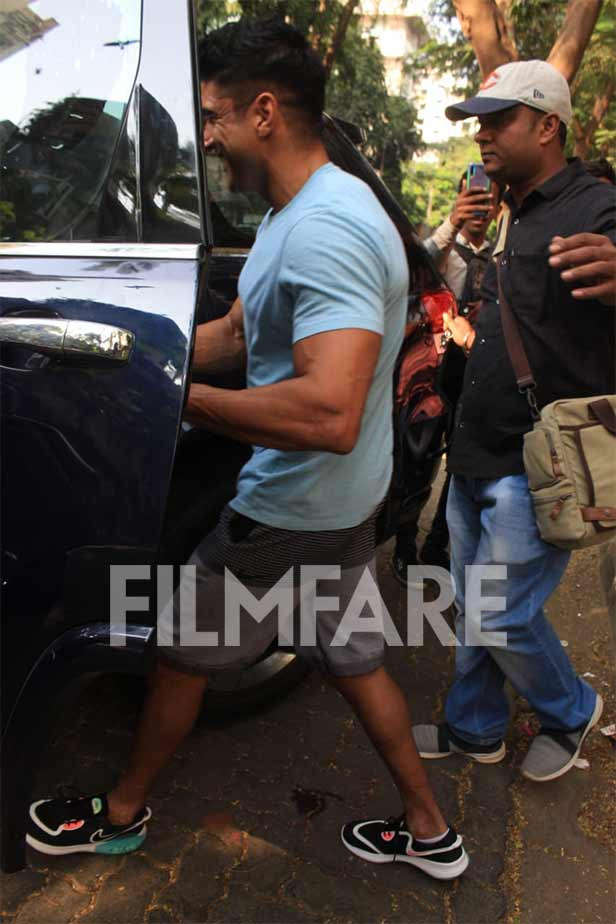 Pictures: Farhan Akhtar and Shibani Dandekar step out for lunch