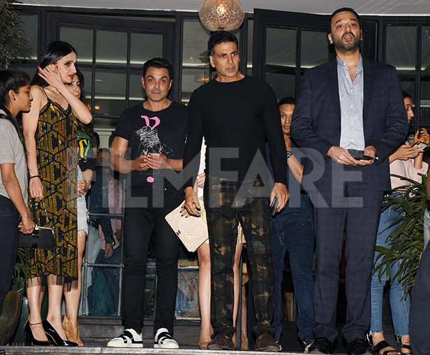 Tanya Deol, Anu Dewan, Bobby Deol, Twinkle Khanna, Akshay Kumar, Sunny Dewan