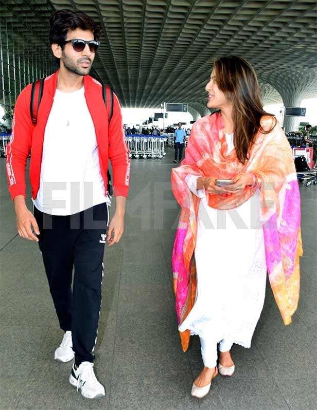 Kartik Aaryan and Sara Ali Khan share a laugh at the Mumbai airport