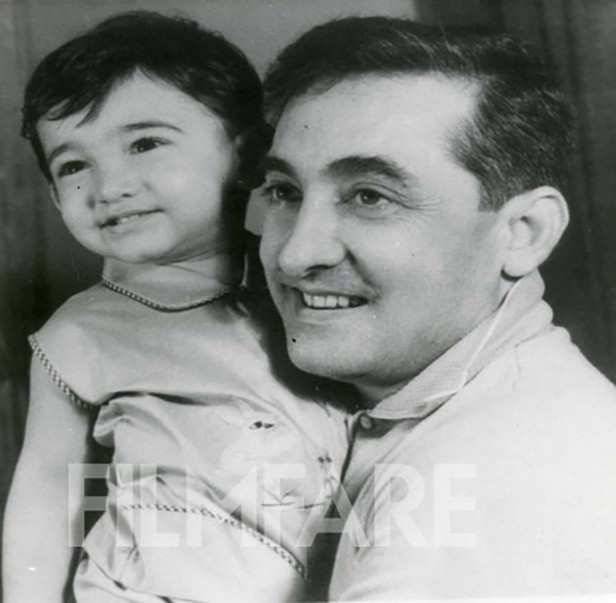 Baby Aamir with father Tahir Hussain. Tahir directed Aamir in one film, which was his direcotiral debut Tum Mere Ho