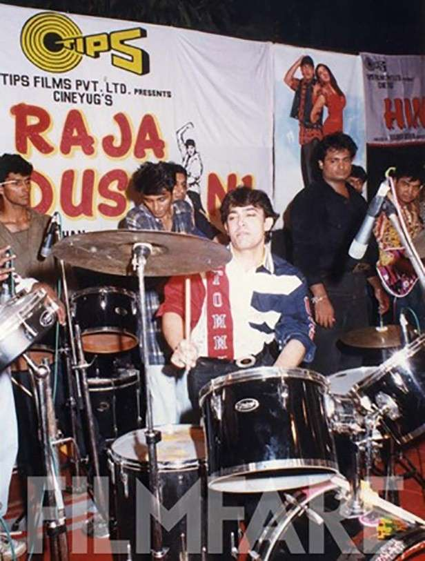 Playing with a live band promoting Raja Hindustani. Aamir's always had a penchant for innovating for film promotions. As a result Raja Hindustani turned out to be a blockbuster