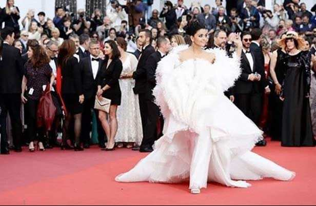 Aishwarya Rai Bachchan looks like a goddess in white on her day 2 at Cannes