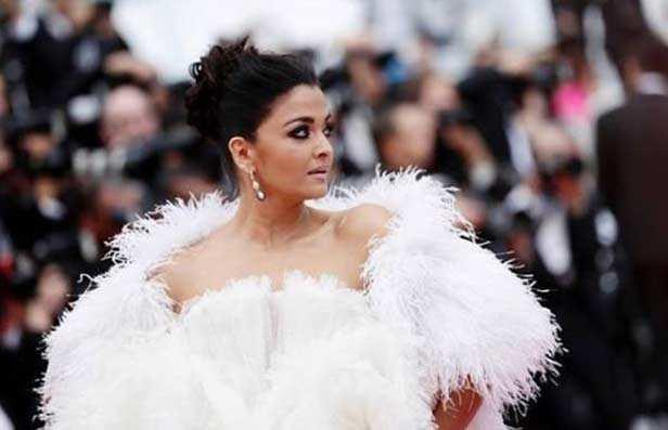 Aishwarya Rai Bachchan looks like a goddess in white on her day 2 at Cannes