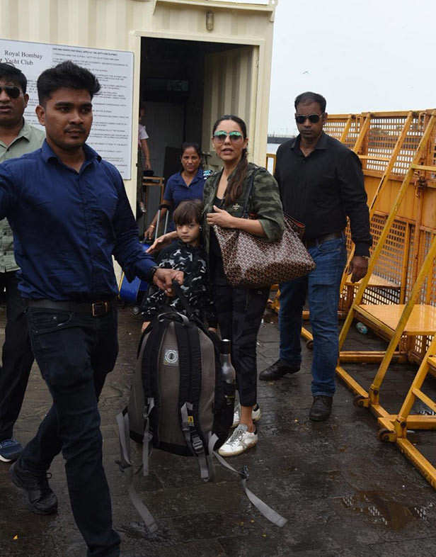 Pictures: Gauri Khan and Sussanne Khan return from Alibaug with Abram Khan, Yash and  Roohi Johar