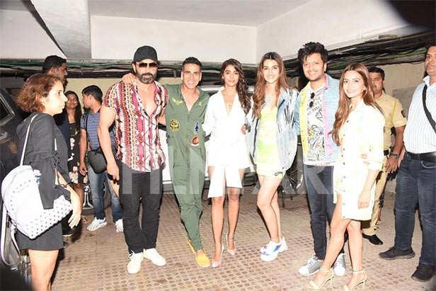 Bobby Deol, Akshay Kumar, Pooja Hegde, Kriti Sanon, Riteish Deshmukh, Kriti Kharbanda