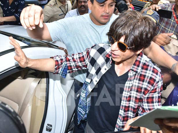Photos: Shah Rukh Khan and Gauri Khan cast their vote