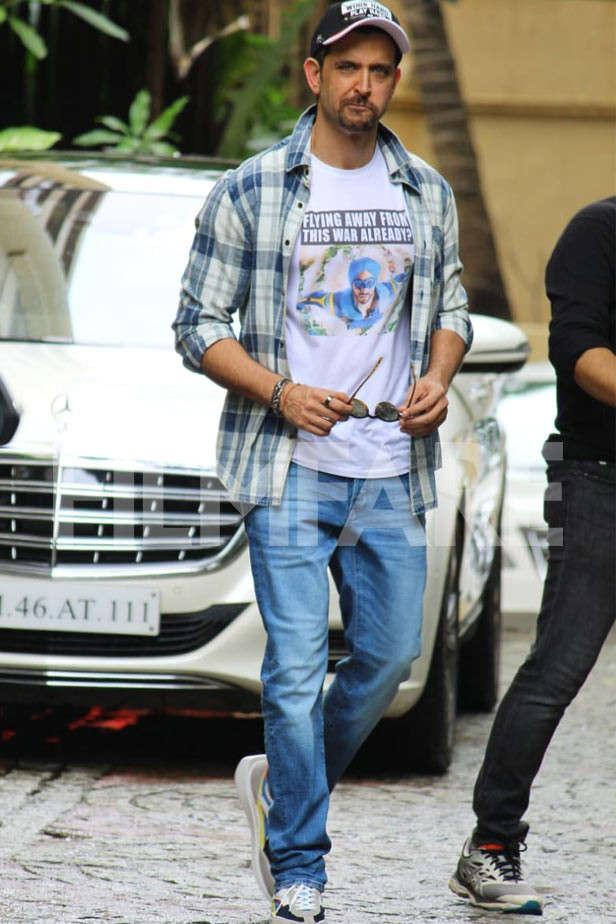 Hrithik Roshan, Kartik Aaryan, Janhvi Kapoor spotted in Mumbai