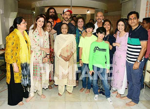 Sussanne Khan, Hrithik Roshan, Sunaina Roshan, Rakesh Roshan, Pinky Roshan, Hrehaan Roshan, Hredaan Roshan