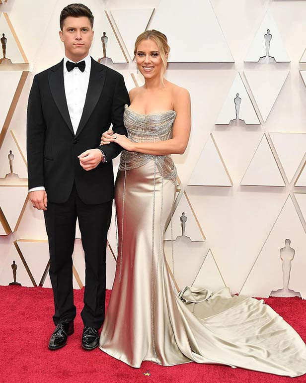 Scarlett Johansson in Oscar de la Renta and Colin Jost in Armani