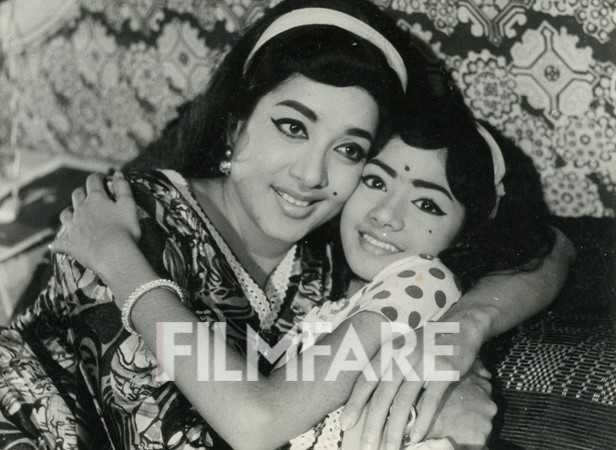 Before becoming the Hawa Hawai girl, Sridevi started her career as a child actor. Here, she' seen with actress Jamuna in the Telugu film Mamata. The saucer large eyes were striking even then!
