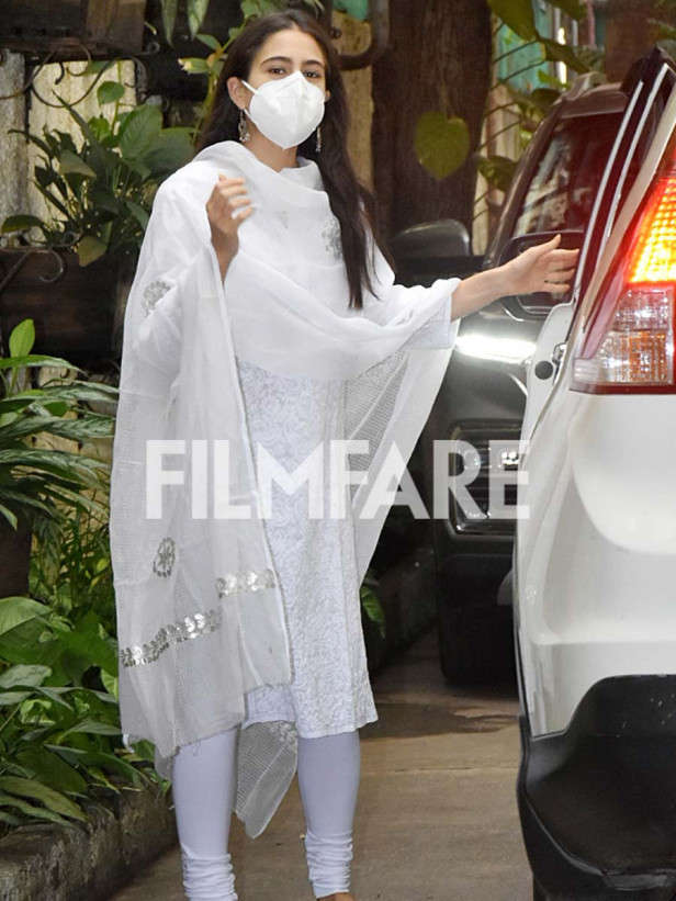 Sara Ali Khan clicked in the city