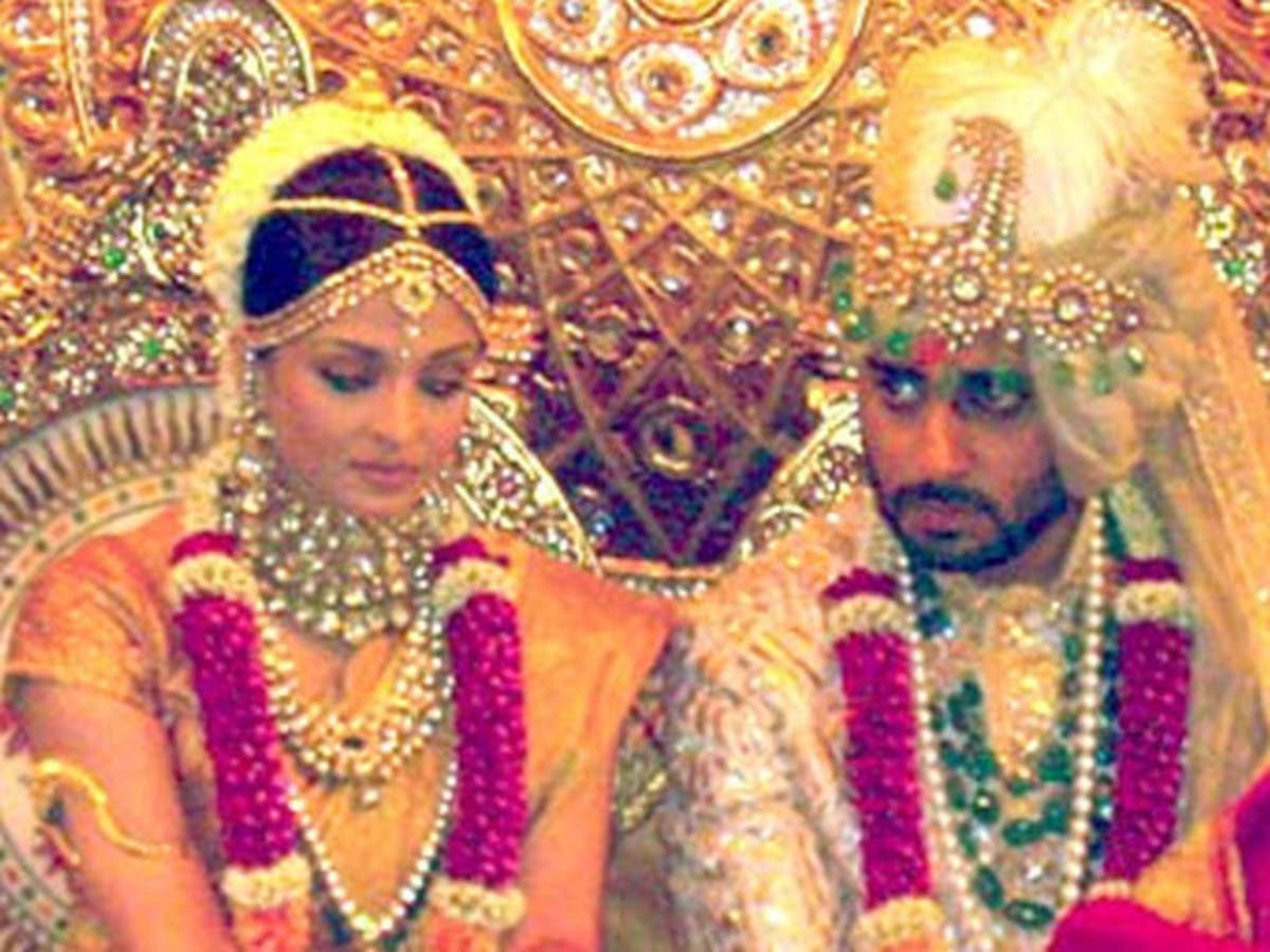 The price of Aishwarya Rai Bachchan's wedding look is unimaginable   Filmfare.com